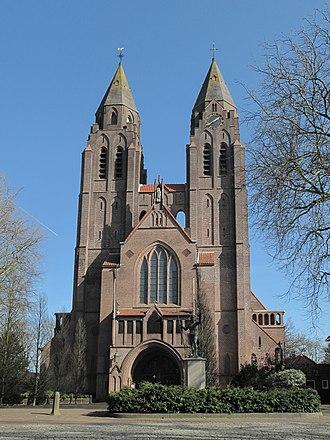 Laren, North Holland - Image: Laren, de Sint Jansbasiliek RM511274 foto 6 2014 09 03 13.38