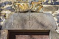 Le manoir de Courbesserre, le linteau monolithe de la porte d'entree, commune de Carlat, Cantal, France.jpg