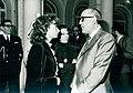 Leopoldo Calvo Sotelo, conversa con las periodistas Pilar Cernuda y Julia Navarro.jpg