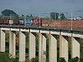 Locomotivas de comboio que passava sentido Boa Vista pelo viaduto ferroviário no vale do Córrego Guaraú em Salto - Variante Boa Vista-Guaianã km 204 - panoramio (1).jpg