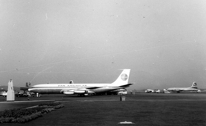 File:London Airport 1960.jpg