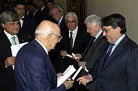 """Lucien Caveri (à gauche), Président de la Vallée d'Aoste, lors de la remise du Prix """"Saint-Vincent"""" (2007).jpg"""