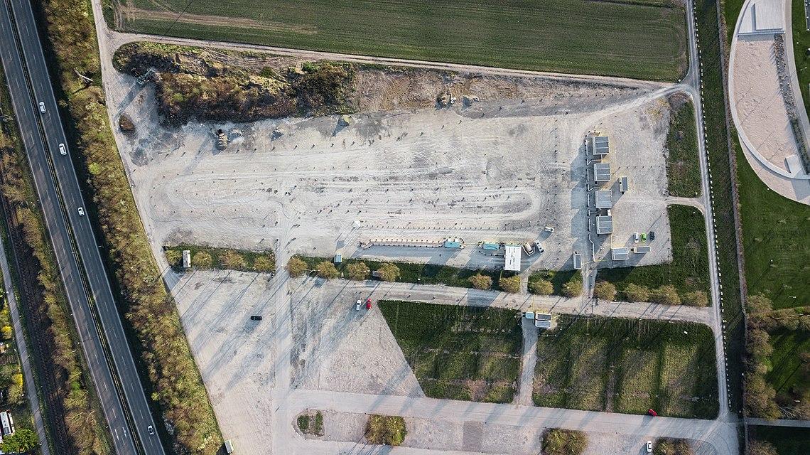 Luftbild des Festplatzes in Tübingen mit Corona Test-Station.jpg