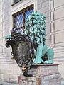 München, Residenz, Bronzelöwe 01, Prudentia - QUA SIDERE QUA SIDERITE.jpg