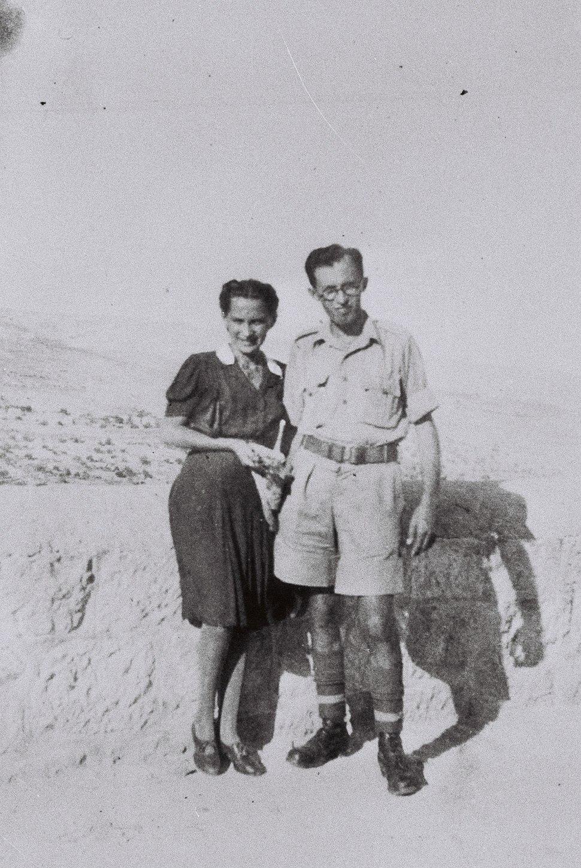 MENAHEM AND ALIZA BEGIN IN PALESTINE. מנחם ועליזה בגין בפלשתינה.D705-075
