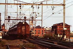 PRR MP54 - MP54s in Philadelphia suburban service at Wilmington, Delaware