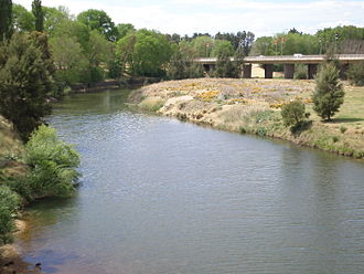 Macquarie River - Macquarie River flowing under the Evans Bridge in Bathurst (taken in October 2006)