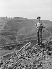 Miner on the edge of the Hull-Rust-Mahoning mine, 1941