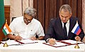Manohar Parrikar and his Russian counterpart General Sergey Shoigu signing the protocol after the 16th meeting of the India-Russia Intergovernmental Commission on Military-Technical Cooperation (IRIGC-MTC), in New Delhi.jpg