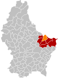 Map of Luxembourg with Berdorf highlighted in orange, the district in dark grey, and the canton in dark red