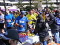 Marathon Paris 2010 Stand de ravitaillement 8.jpg