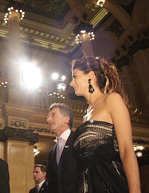 Mauricio Macri y Juliana Awada llegan al Teatro Col%C3%B3n