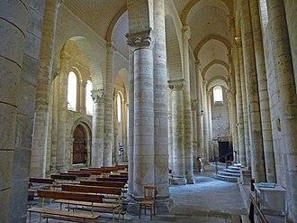 Hall church - Image: Melle Saint Hilaire intérieur