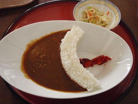 https://upload.wikimedia.org/wikipedia/commons/thumb/c/cb/Minakami_arch_dam_curry_rice.jpg/450px-Minakami_arch_dam_curry_rice.jpg
