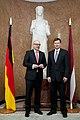 Ministru prezidents Valdis Dombrovskis tiekas ar Vācijas Šlēzvigas – Holšteinas federālās zemes premjerministru Torstenu Albigu (8717053662).jpg