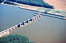 Mississippi River Lock and Dam number 17.jpg