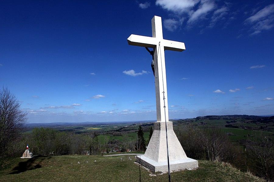 Croix sur la butte de Montmahoux (Doubs).
