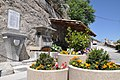 Monument aux morts et fontaine à La Rochette.jpg