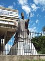 Monumento a Juan Pablo II cerca de la Bibliotea Nacional.JPG
