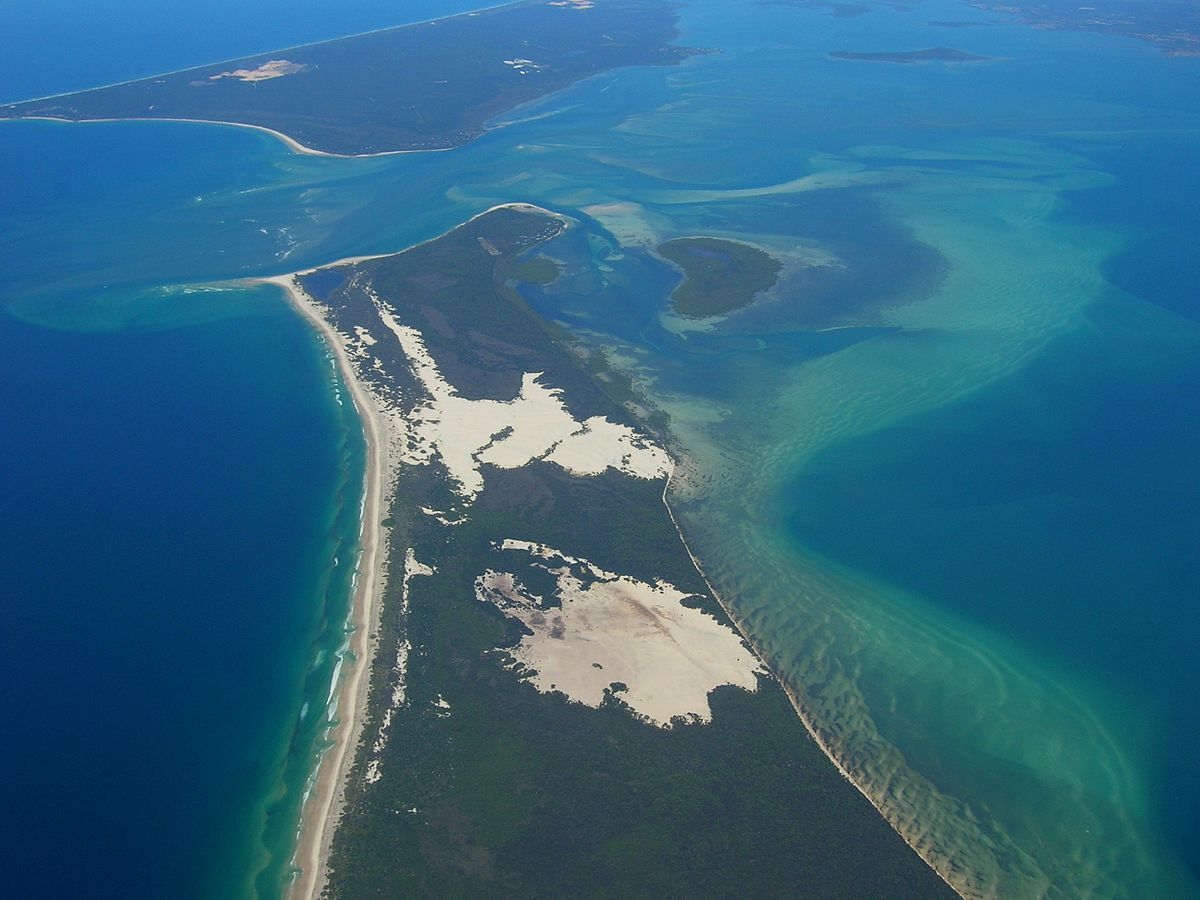 File:Moreton Island 02.jpg - Wikimedia Commons