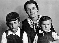 Milošević's father Svetozar and mother Stanislava with brother Borislav and Slobodan as children.