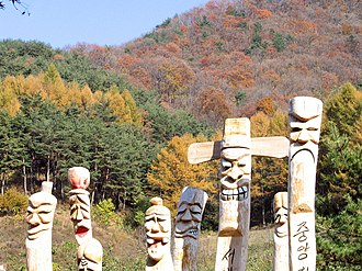 Mungyeong Saejae - Mungyeong Park totem statues