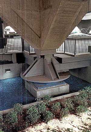 Earthquake-resistant structures - Image: Municipal Services Building 1