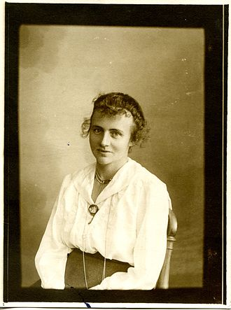Adolf Paul - Natalie Brehmer in the late 1890s.