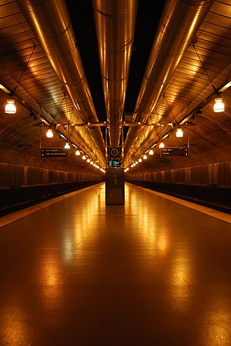 Oslo Tunnel - Eastbound platform at Nationaltheatret