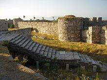Il castello di Neratzia, ambientazione del primo lungometraggio di Herzog, Segni di vita.