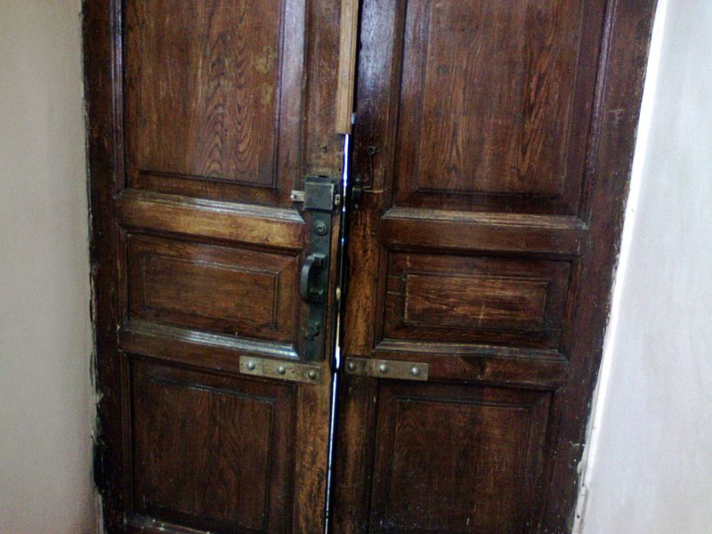 File:Old old door.jpg