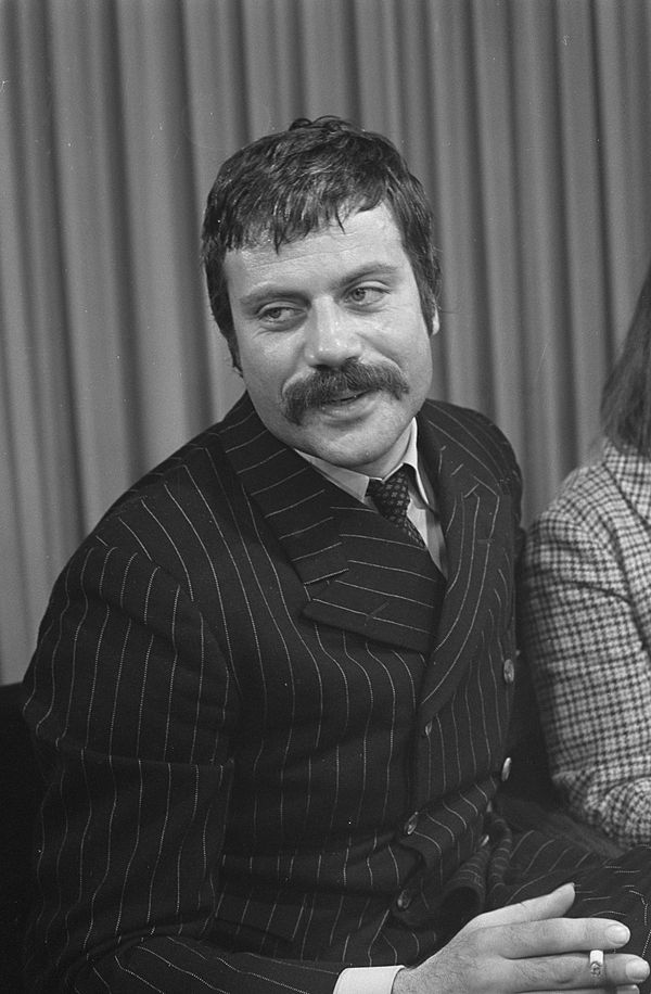 Photo Oliver Reed via Wikidata