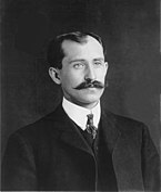 Orville và Wilbur Wright vào năm 1903.
