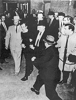 250px-Pappas_Exh1-murder_Oswald-21-19 Η δολοφονία του Τζον Φιτζέραλντ Κέννεντυ