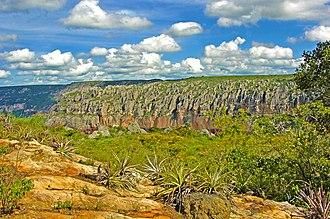 Catimbau National Park - Image: Paredão rochoso no Vale do Catimbau
