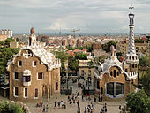 Parc Güell (venstre) og Museu Nacional d'Art de Catalunya (højre).