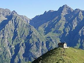 Il passo della Manina, storico collegamento con la valle di Scalve