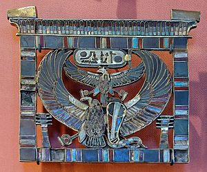 Adze-on-block (hieroglyph) - Image: Pectoral Rameses II Louvre E79
