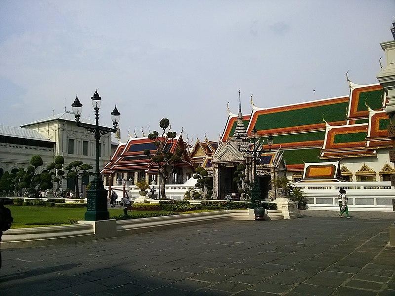 File:Phra Borom Maha Ratchawang, Phra Nakhon, Bangkok, Thailand - panoramio (50).jpg