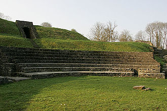 Aventicum - Curved shape of the seating and one vomitorium on the upper left