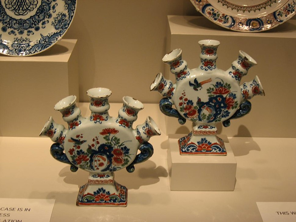 Pieces from porcelain collection in Art Institute of Chicago