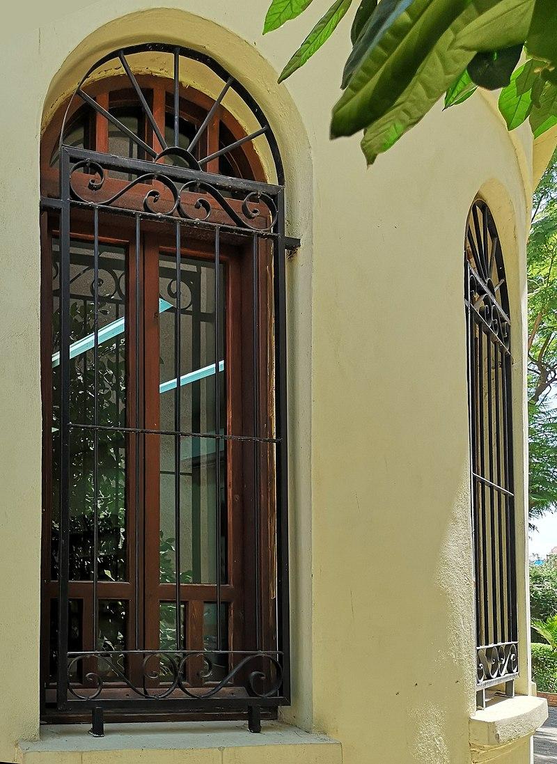 חלון בבית זרובבל ושולמית חביב ראשון לציון