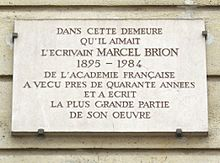Plaque Marcel Brion, 32 rue du Bac, Paris 7.jpg