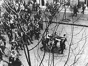 Polish 1970 protests - Zbyszek Godlewski body.jpg
