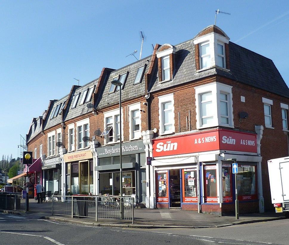 Potters Road shops, Barnet (cropped)