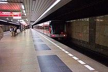 Praha, Budějovická, odjíždějící vlak.jpg