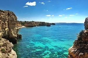 Praia da Marinha (35518737040).jpg
