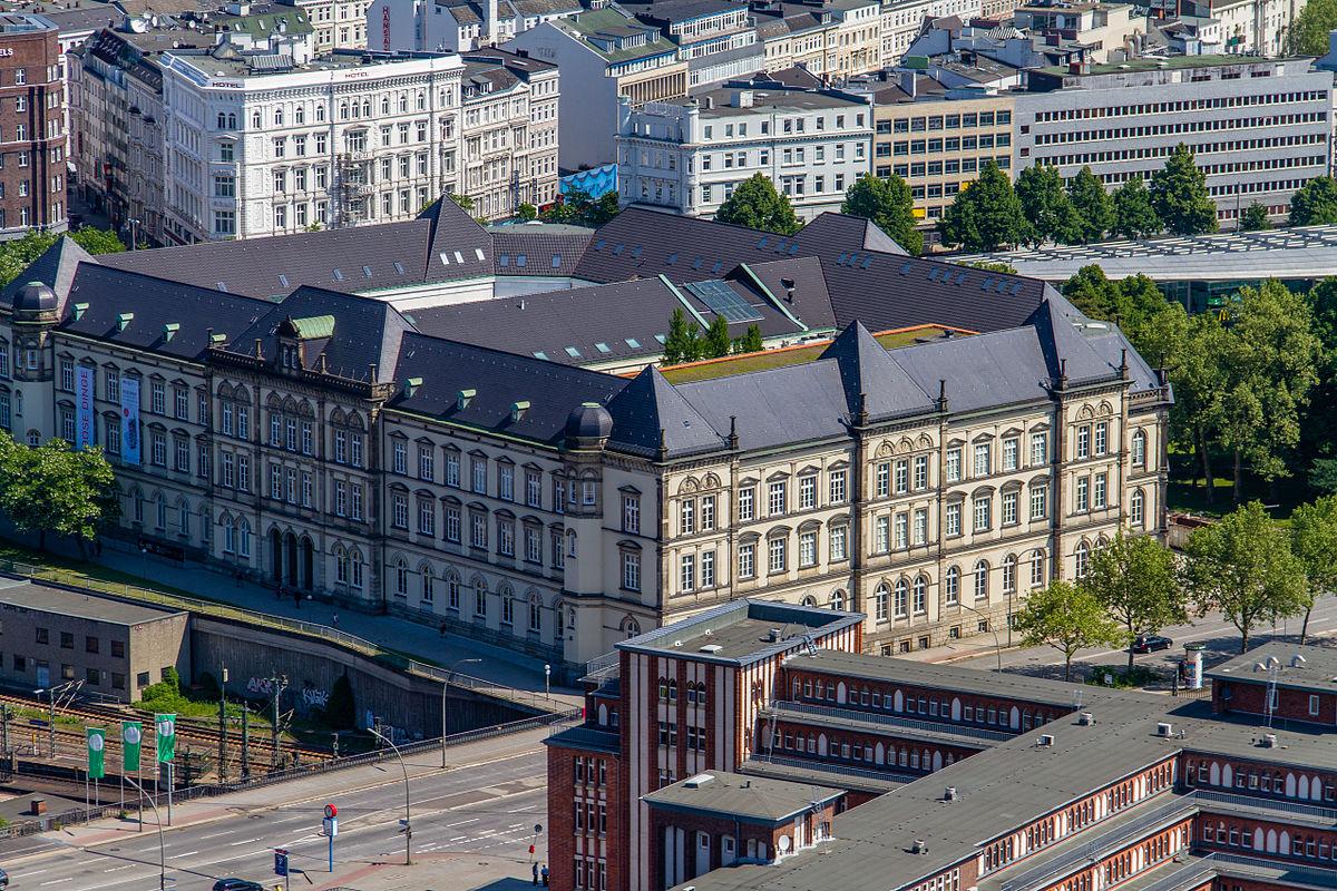 East Hotel Hamburg Pool