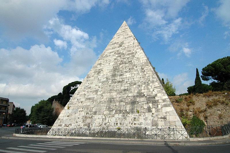 Пирамида Кайя Цестиуса в Риме