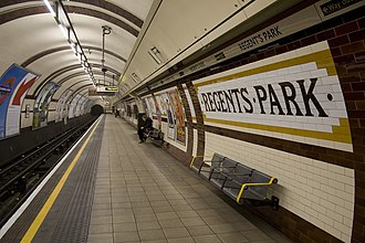 Baker Street and Waterloo Railway - Image: Regent's Park station platform